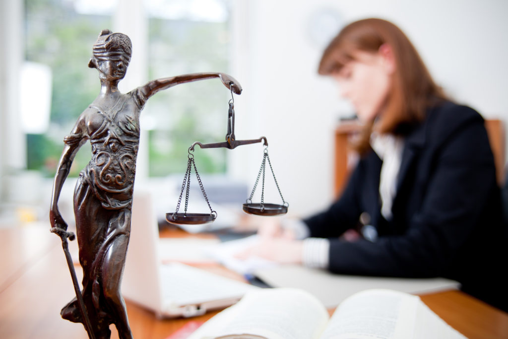 Сколько зарабатывает юрист в России и СНГ в месяц