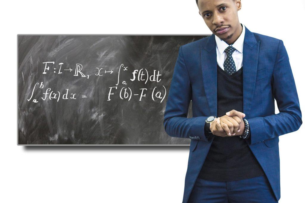 Средний заработок преподавателя ВУЗа